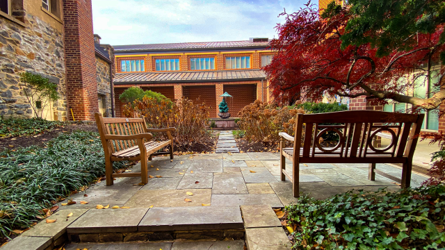 Courtyard with two benches and fountain
